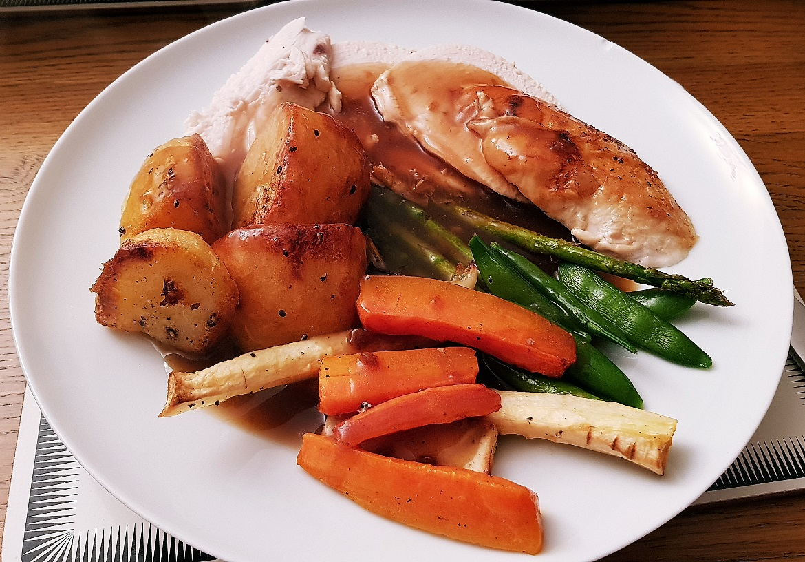 Christmas dinner with Ellie and Callum - December Monthly Recap by BeckyBecky Blogs
