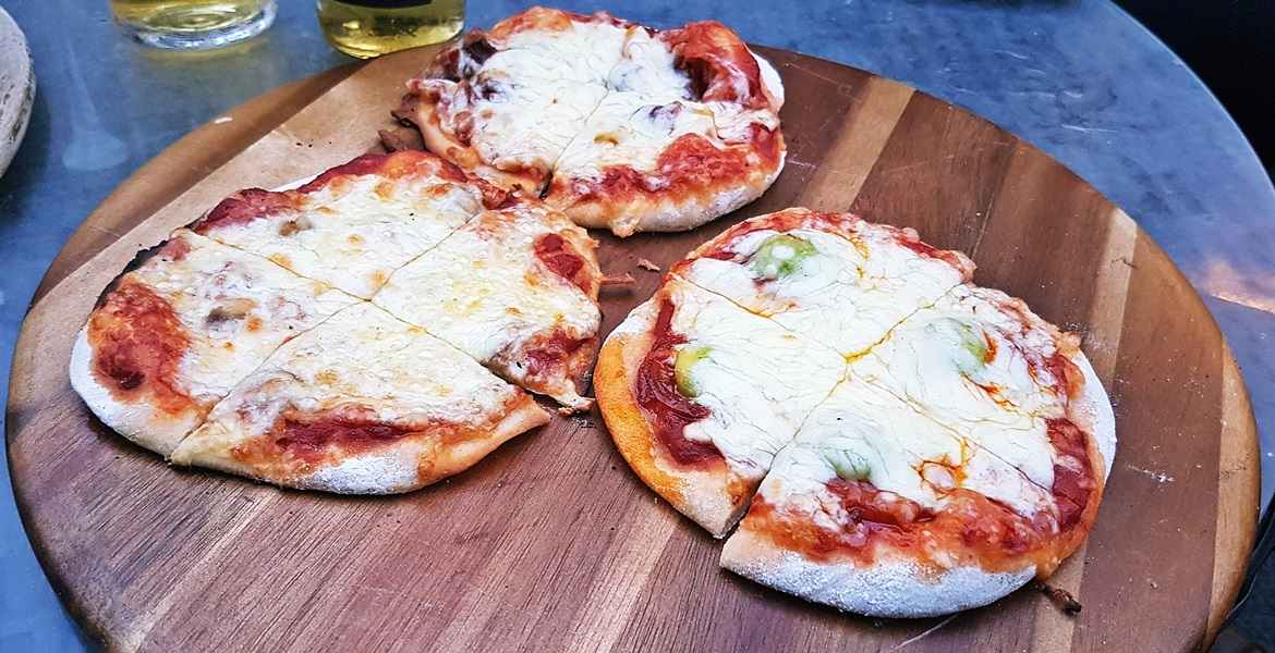 Free pizza at Mean Eyed Cat - October Monthly Recap by BeckyBecky Blogs