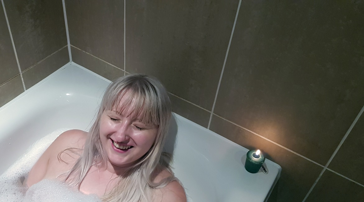 "My ""Perfect"" Night In with Sanctuary Bathrooms by BeckyBecky Blogs"