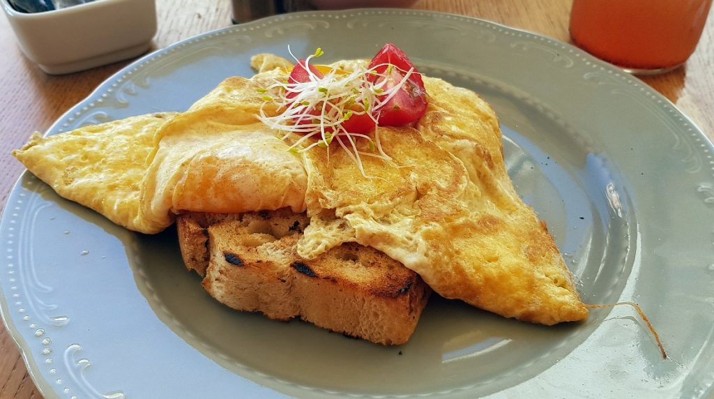 Omelette at Bepa! - Eating Split, Croatia Travel blog by BeckyBecky Blogs